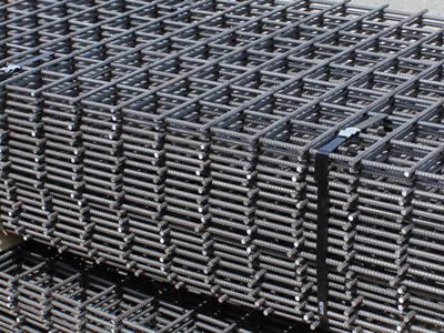 Concrete slab mesh is packaged with black bailing strips and wooden stick in the warehouse.